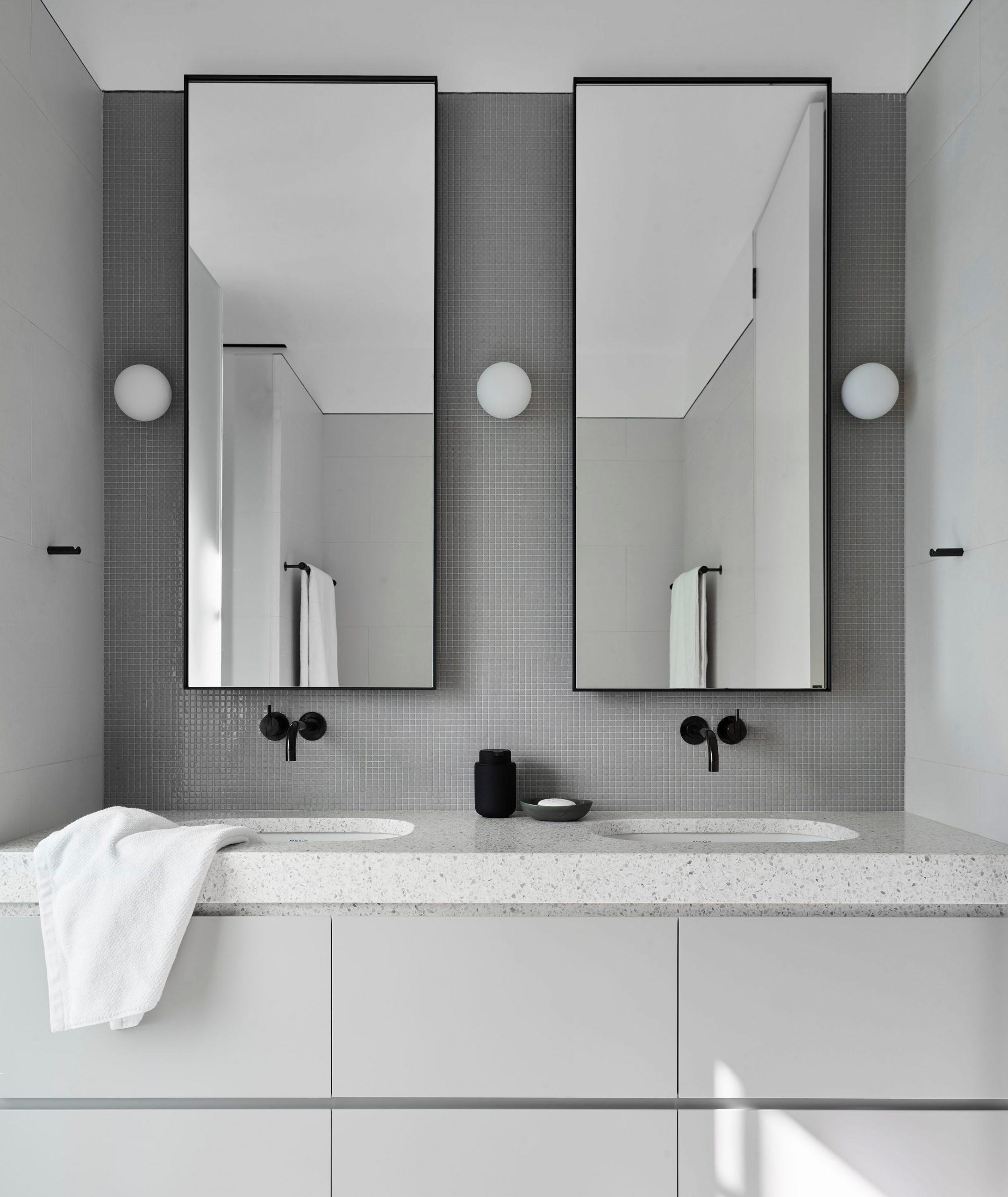 Bathroom vanity for 2